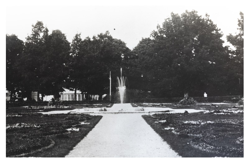 A fragment of Kretinga Manor Estate Park (copy). P. Mongirdaitė's album Kretynga, p. 19, 1890<br />