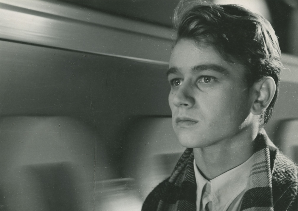 """Kadras iš filmo """"Adomas nori būti žmogumi""""."""