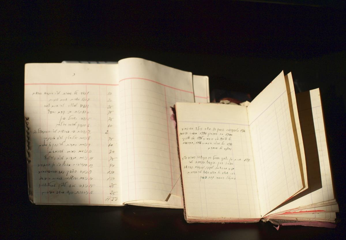 Chaiklo Lunskio juodraščiai bibliotekos katalogui ir knygų autorių biografiniai eskizai.