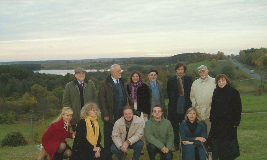 Lituanistikos fakulteto dėstytojai ir studentai grįžta iš seminaro mokytojams Marijampolėje. 2008 m.