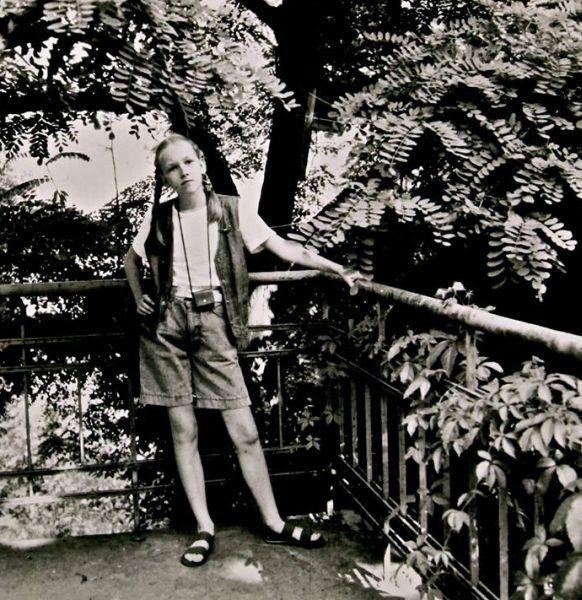 Dukra Justina namų balkone. Apie 1990 m., Vilnius.