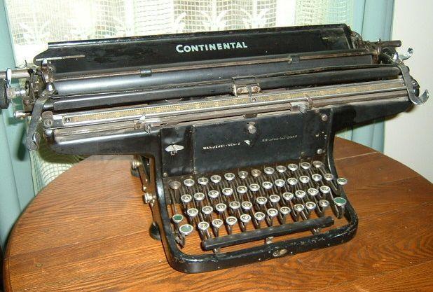 """Rašomoji mašinėlė """"Continental"""", priklausiusi K. Griniui."""