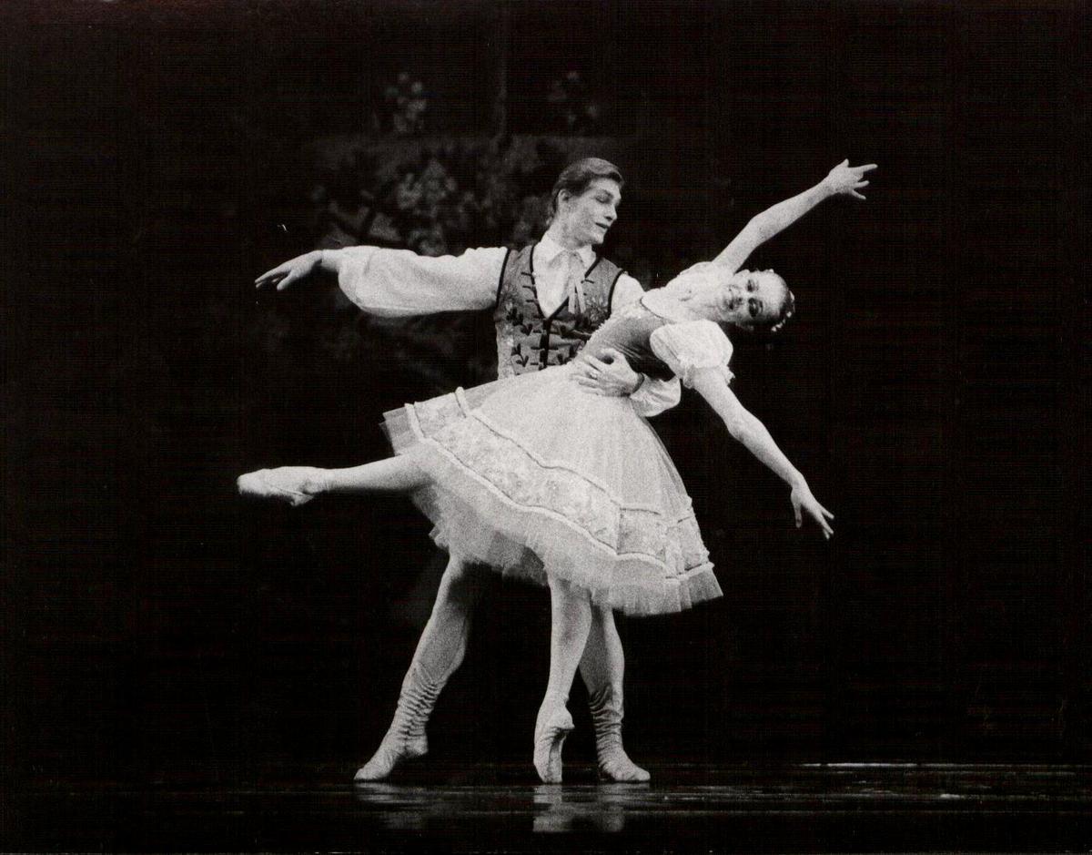 I kartą Loreta Bartusevičiūtė - Swanilda, Edvardas Smalakys - Franz.  L. Delibes. Coppelia 1992 gruodžio 4.