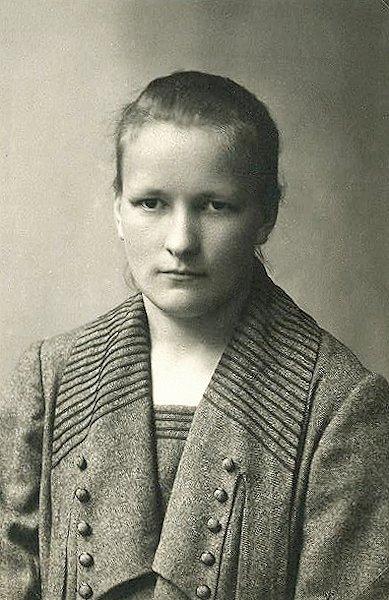 Motina Irena Gintilaitė-Musteikienė. Apie 1920 m.