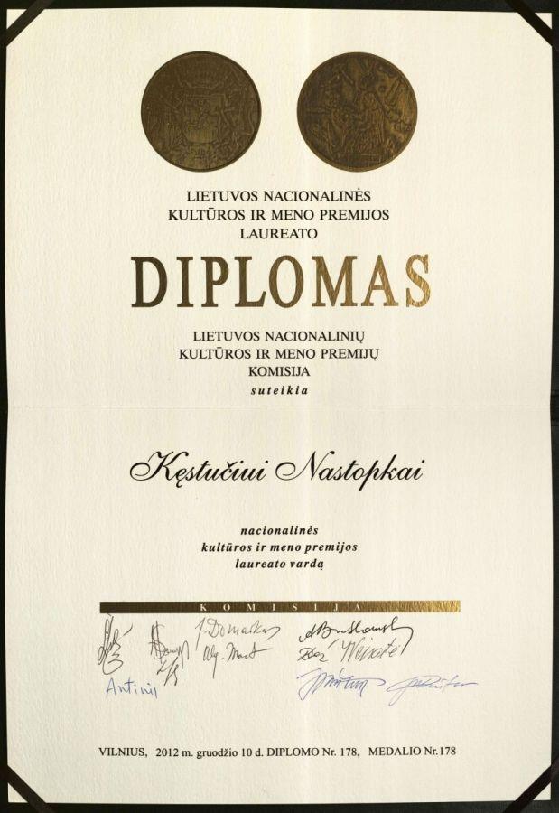 Buvusio LEU LF dėstytojo prof. K. Nastopkos Lietuvos nacionalinės kultūros ir meno premijos laureato diplomas. 2012 m. gruodžio 10 d.