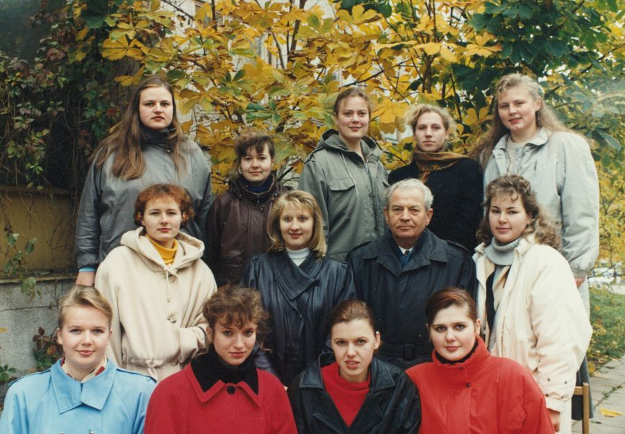 Viena iš Lituanistikos fakulteto IV kurso grupių su doc. A. Rasimavičiumi. 1996 m.