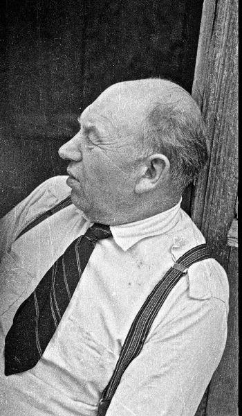 J. Budraičio tėtis ilsisi. 1966 m., Švėkšna.
