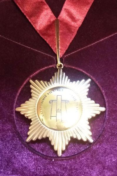 Vilniaus Mažojo teatro ordinas, kuriuo 2007 m. buvo apdovanotas R. Adomaitis.