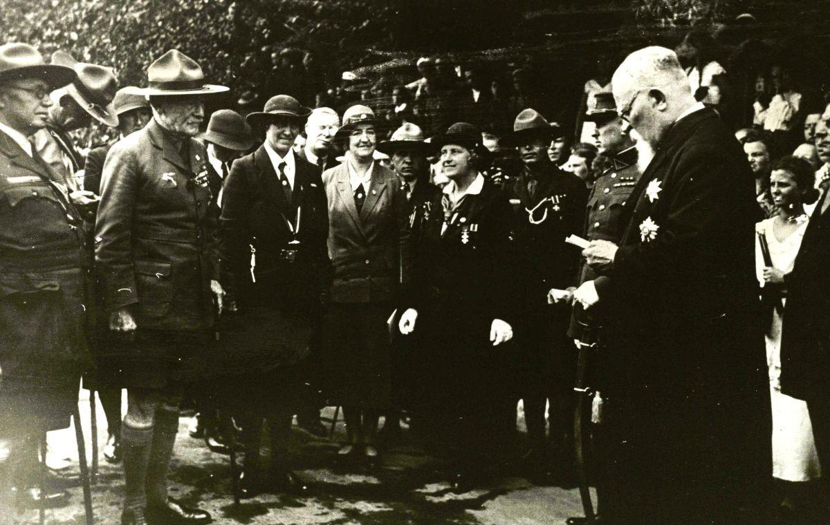 Palangos burmistras J. Šliūpas sveikina Pasaulio skautų vadovą lordą Baden-Powell. 1933 m.