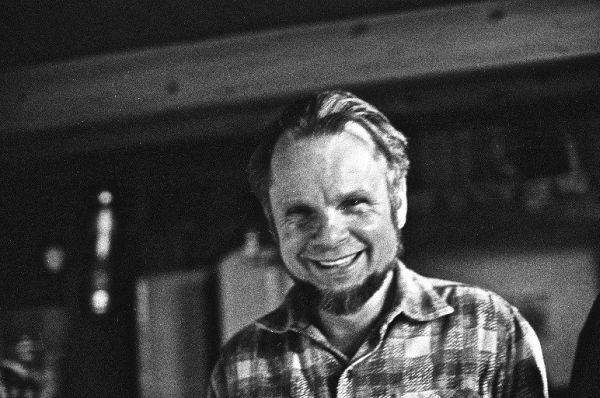 Dailininkas V. Kisarauskas savo dirbtuvėje. Apie 1975 m.