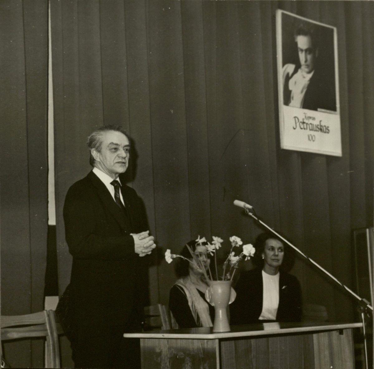 K. Petrausko 100-ųjų gimimo metinių minėjime Lietuvos nacionalinėje bibliotekoje. 1985 m.
