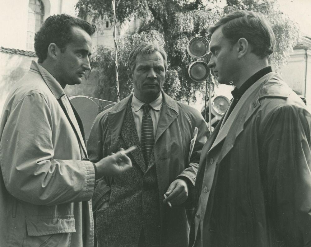 """V. Žalakevičius """"Vienos dienos kronika"""" filmavimo metu. Apie 1963 m."""