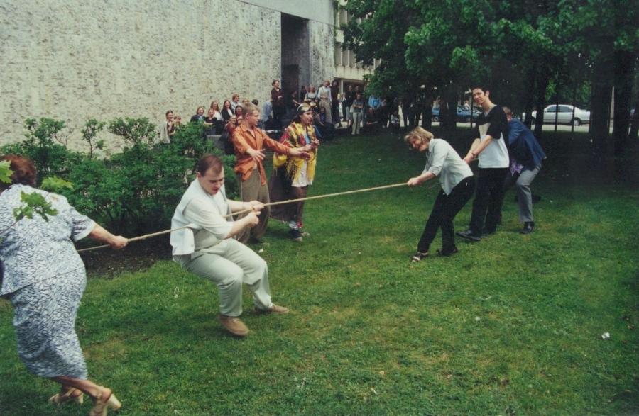 Virvės trauktinė. Lituanistų dienos. 2001 m.