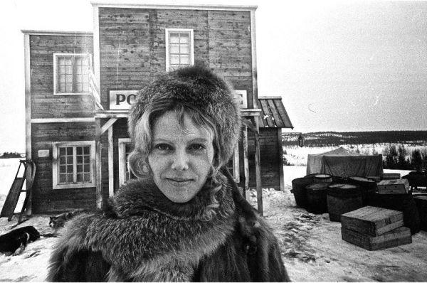 """Aktorė V. Mainelytė, filmuojant kino juostą """"Laikas nelaukia"""". 1975 m."""