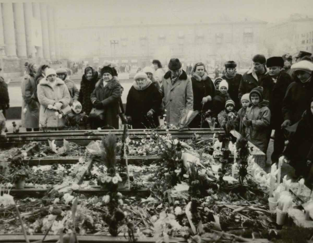 Gėlės žuvusiesiems už laisvę