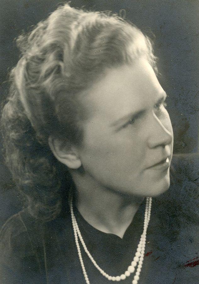 1998 m. LRD pirmininku pirmą kartą tapo moteris – rašytoja Stasė Petersonienė.