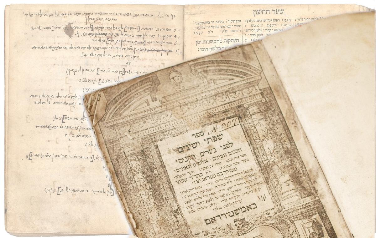"""Žydų bibliografo Sabatajaus Baso darbas """"Sifte yeshenim"""" (hebr. Senolių lūpomis). Amsterdamas, Dovydo Tartoso spaustuvė, 1680. <br /> Prie asmeninio egzemplioriaus Matas Strašunas pridėjo 44 puslapių papildymų, atspindinčių žydų knygos raidą po Baso mirties."""