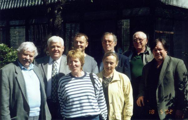 """Su spektaklio """"Susitikimas"""" kolektyvu gastrolių Tiumenėje (Rusija) metu. 2002 m."""