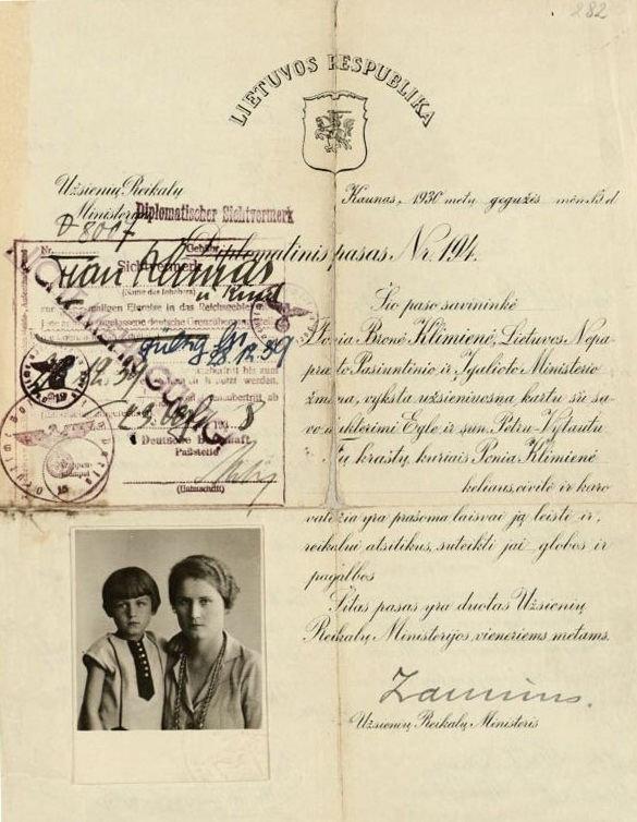 Petro Klimo žmonos Bronės Klimienės diplomatinis pasas. 1930 m. gegužės 15 d. <br />
