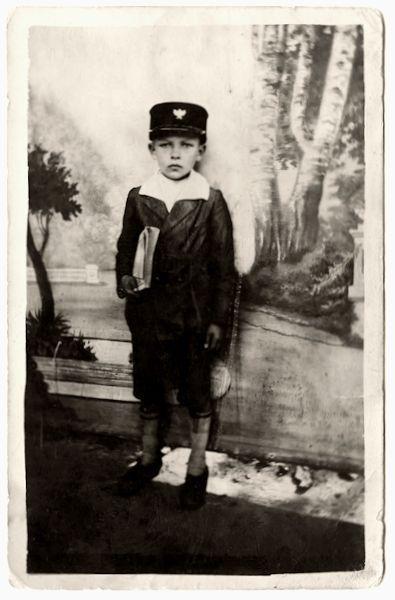 Vilniaus Vytauto Didžiojo gimnazijos pirmos klasės mokinys. 1924