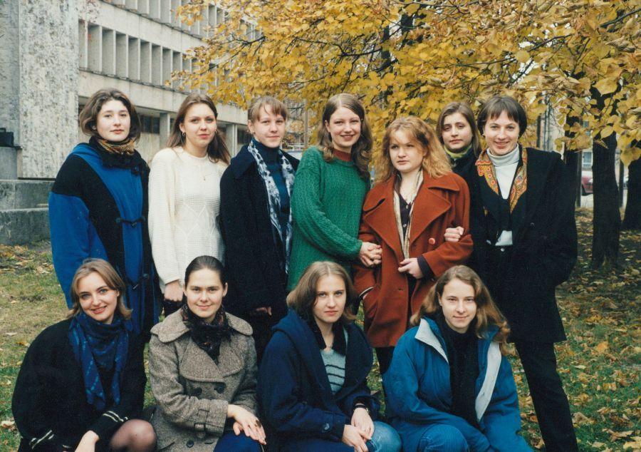 Lituanistikos fakulteto II kurso VI grupės studentai. 1998 m.