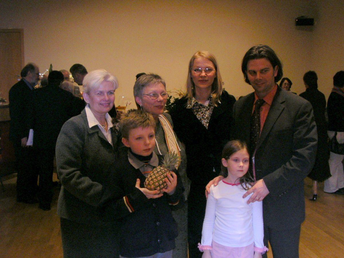 Anūkas Faustas, Alma Karosaitė ir sūnėnas Artūras Karosas. 2005