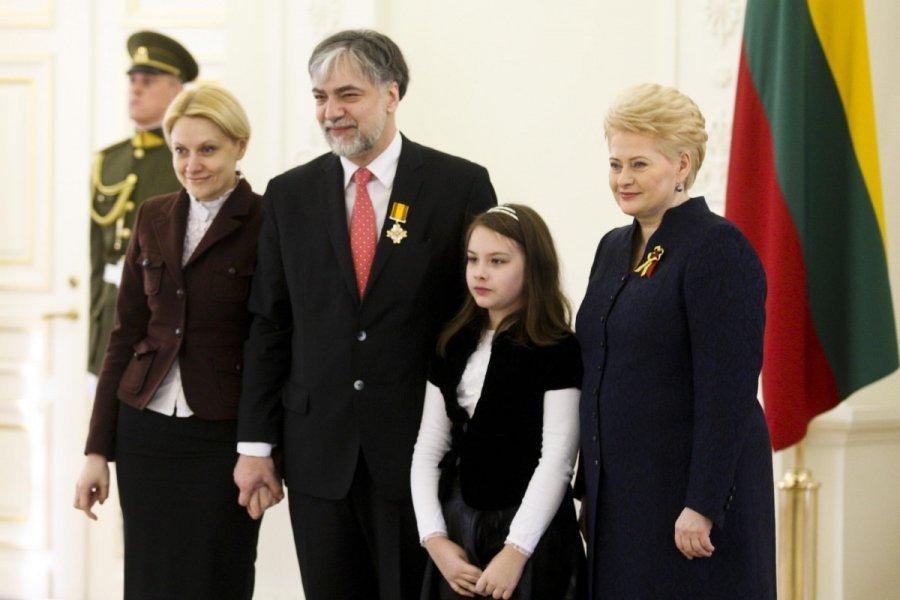 2015 m. P. Geniušas apdovanotas Lietuvos didžiojo kunigaikščio Gedimino ordino Riterio kryžiumi.