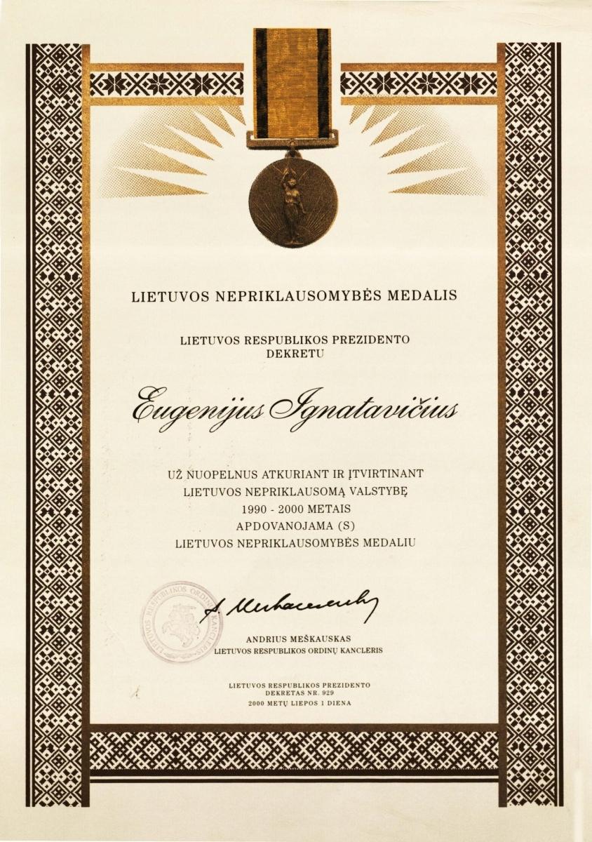 Dokumentas, liudijantis, kad Eugenijus Ignatavičius Lietuvos Respublikos Prezidento dekretu Nr. 929, 2000 m. liepos 1 d. apdovanotas Lietuvos Nepriklausomybės medaliu.