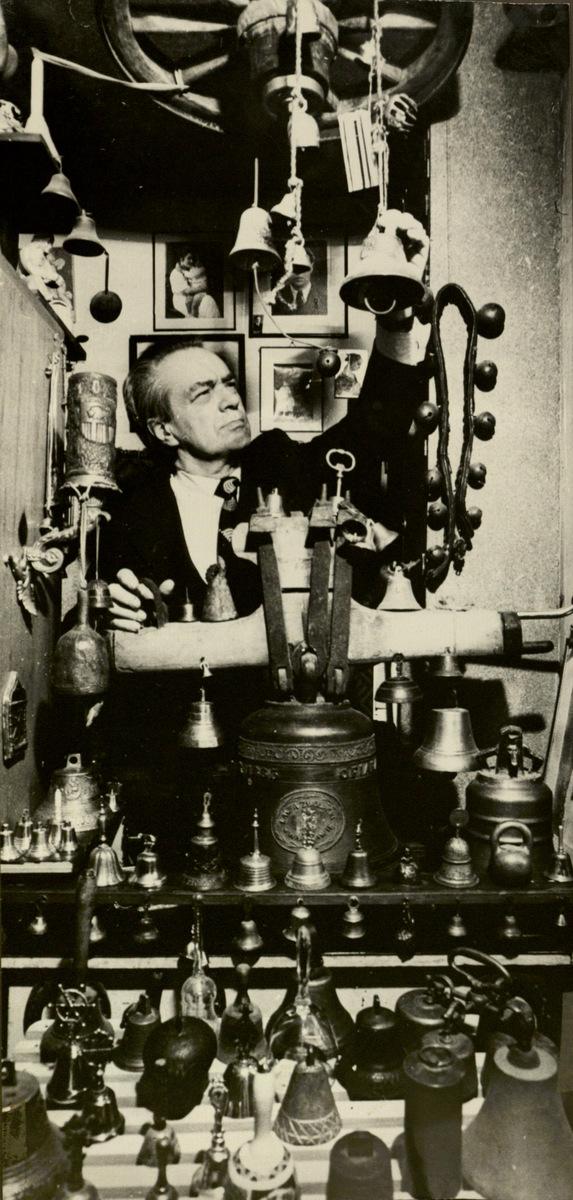 R. Geniušo varpų kolekciją sudaro apie 100 varpų: nuo pačio mažiausio iki 150 kg.
