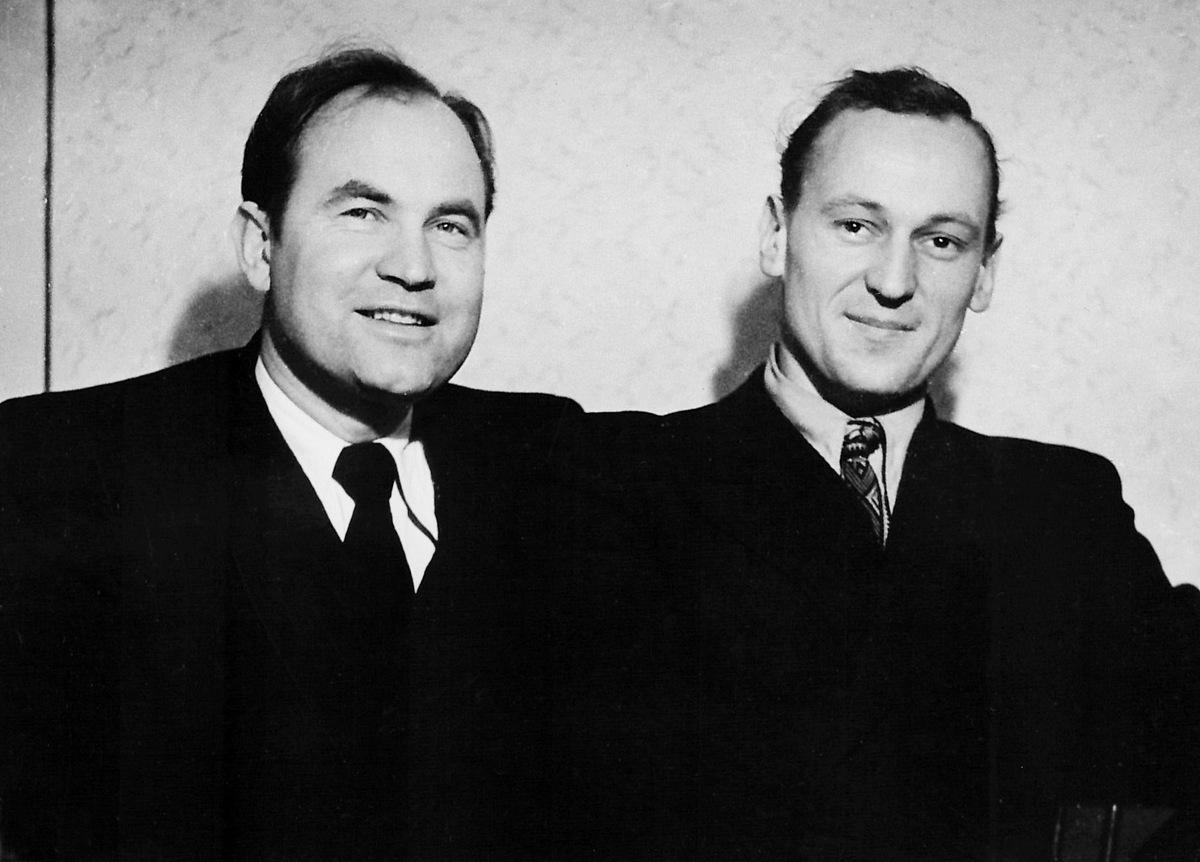 """Baleto """"Ant marių kranto"""" kūrėjai: Julius Juzeliūnas (kairėje) ir Vytautas Grivickas. Vilnius, 1953 m."""