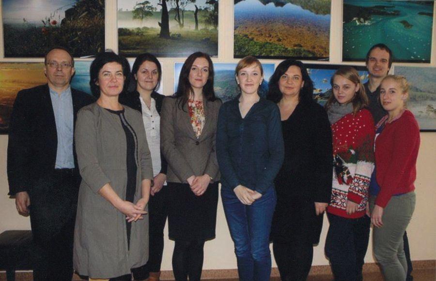 LEU Lituanistikos fakulteto studentai su dekanato darbuotojais. 2013 m.