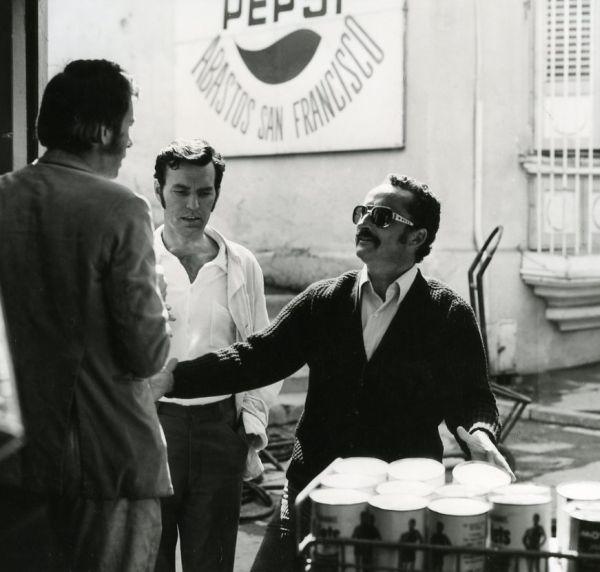 """Su aktoriumi J. Budraičiu ir kino režisieriumi V. Žalakevičiumi """"Tas saldus žodis – laisvė!"""" filmavimo metu. 1973 m., Čilė."""