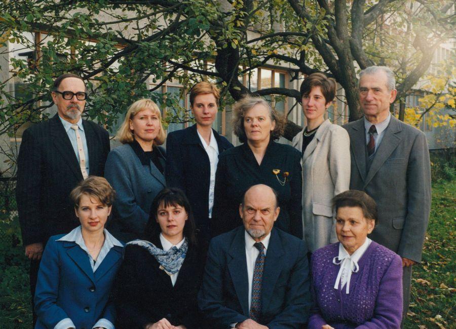 Tuometės Lietuvių kalbotyros katedros kolektyvas. 1998 m.