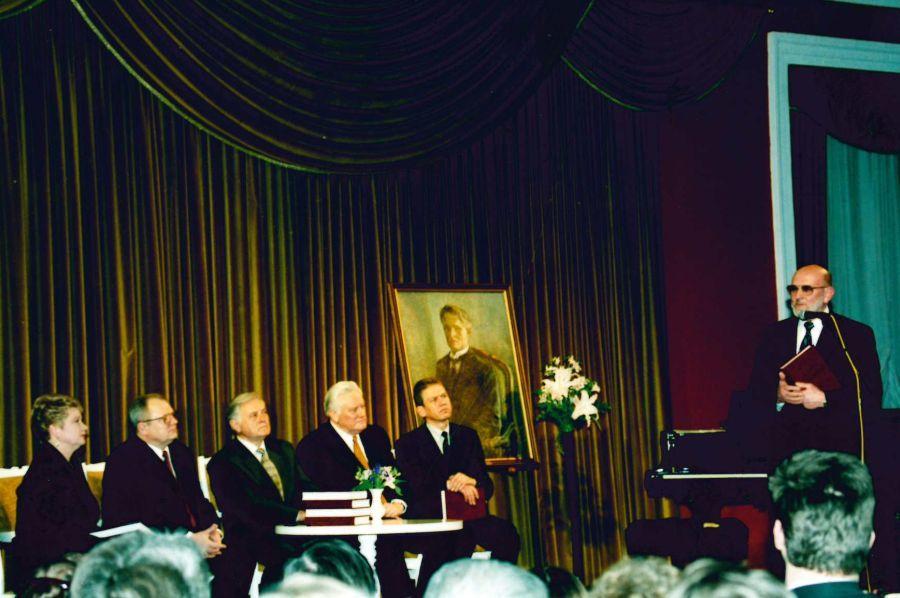 """G. Ilgūnas savo monografijos """"Kazys Grinius"""" pristatymo Vilniaus rotušėje metu. 2000 m. kovo 22 d."""
