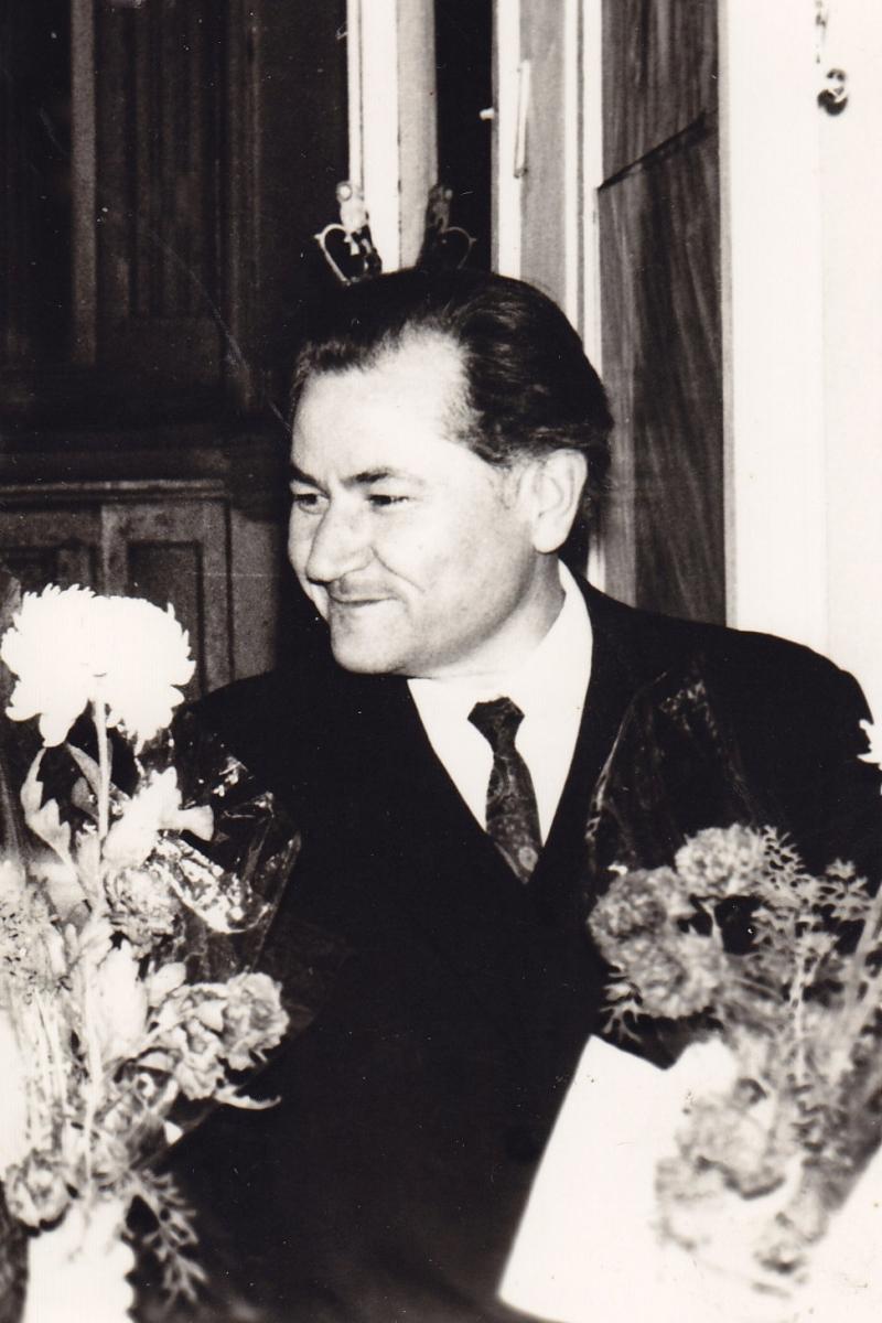 Vladas  Žukas sėkmingai apsigynęs disertaciją. 1972 m.