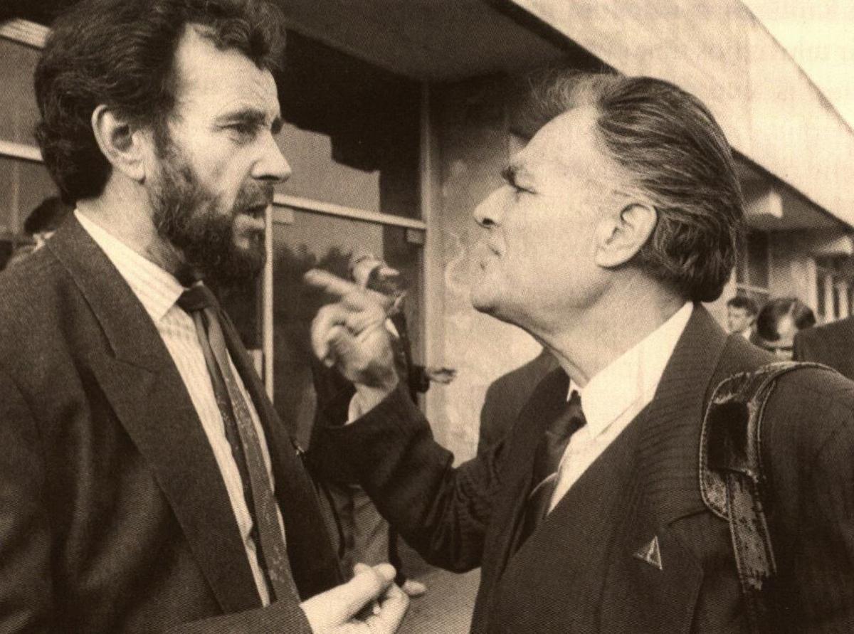 """E. Ignatavičius ir K. Genys """"Santaros"""" suvažiavime. 1992 m."""