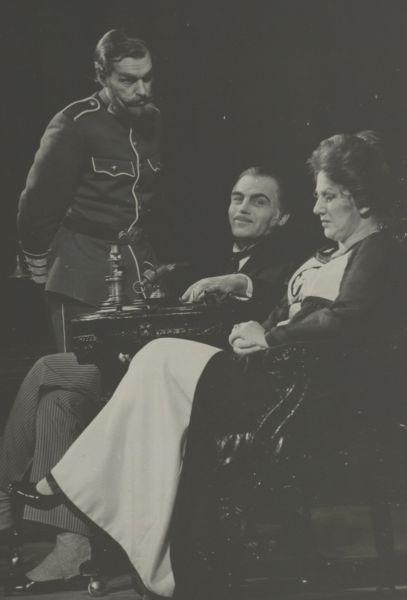 """Scena iš spektaklio """"Vaidinam Strindbergą""""."""