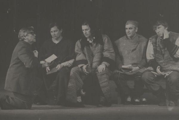 """Spektaklio """"Mažvydas"""" Akademiniame dramos teatre repeticija. 1978 m."""