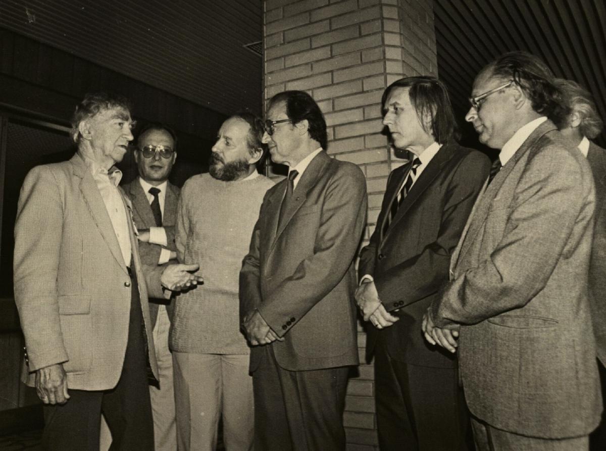 Bernardas Brazdžionis, Juozas Girdzijauskas, Kęstutis Nastopka, Martynas Vainilaitis, Jonas Juškaitis, Jonas Strielkūnas, Henrikas Čigriejus. 1989 m.