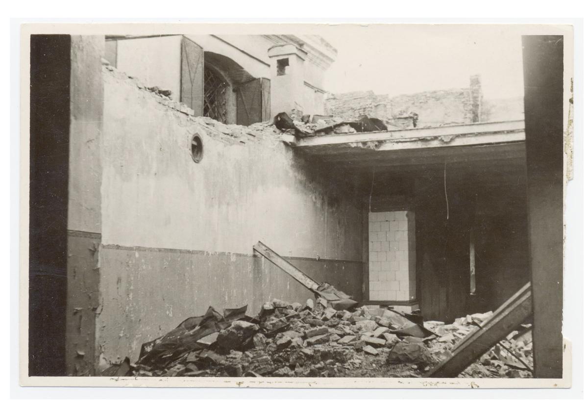 Strašuno bibliotekos griuvėsiai, 1944 <br /> (YIVO institutas)