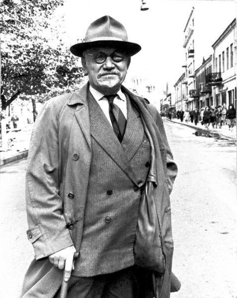 Diplomatas Petras Klimas Laisvės alėjoje Kaune. 1965 m.