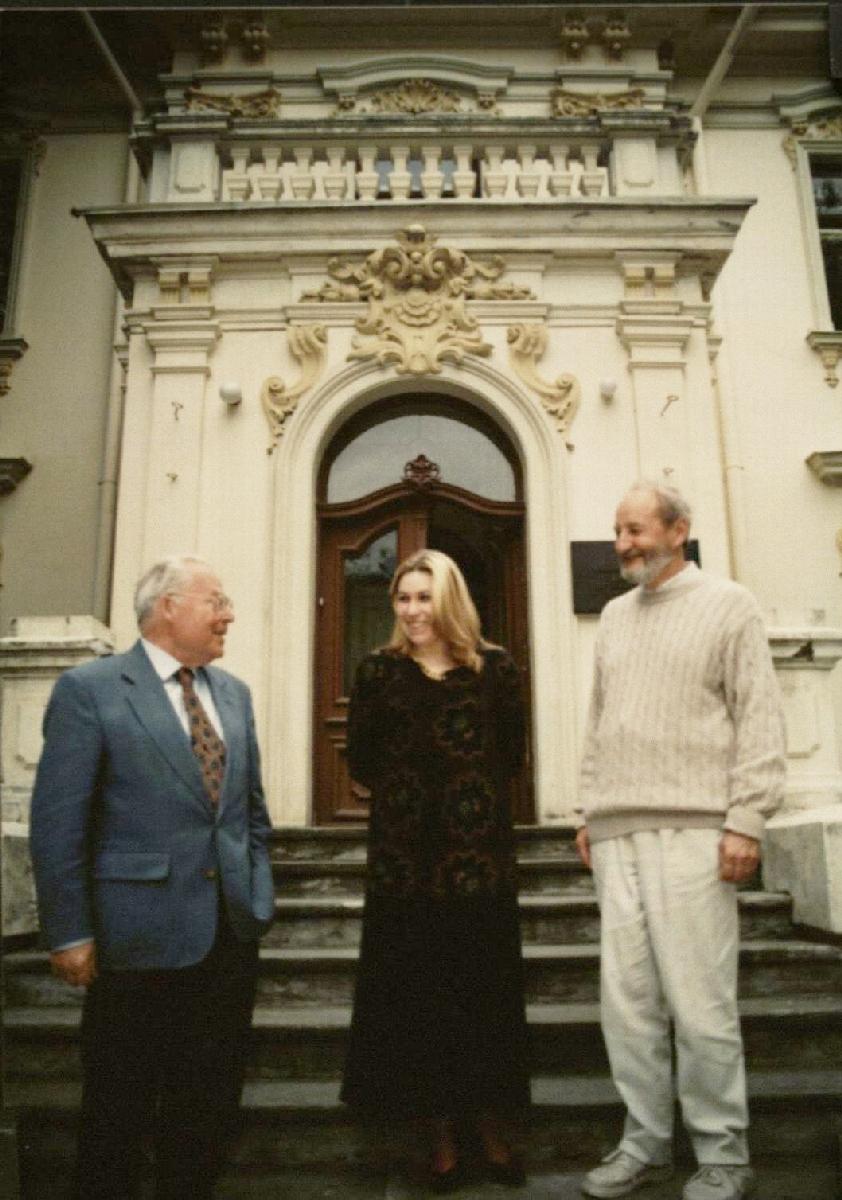 Prie lietuvių kalbos ir literatūros instituto su Rimvydu Šilbajoriu ir  Loreta Mačianskaite
