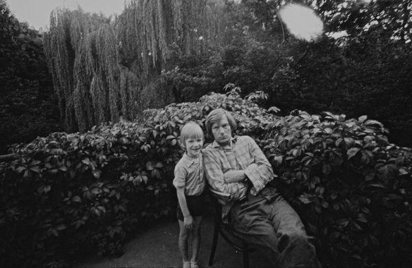 Su sūnumi Martynu namų balkone. 1973 m., Vilnius.