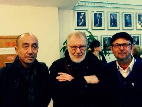 "Su kazachų režisieriumi D. Omirbajevu ir rašytoju R. Rastausku Kijevo kino teatre ""Dom kino"". 2013 m."