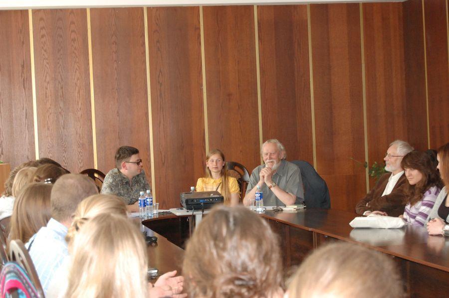 LEU Lituanistikos fakultete viešėjo ir su akademine bendruomene bendravo rašytojas M. Martinaitis. 2010 m.