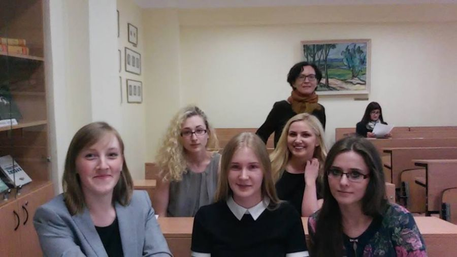 LEU LF studentės Lietuvos studentų lituanistų XX mokslinėje konferencijoje. 2016 m.