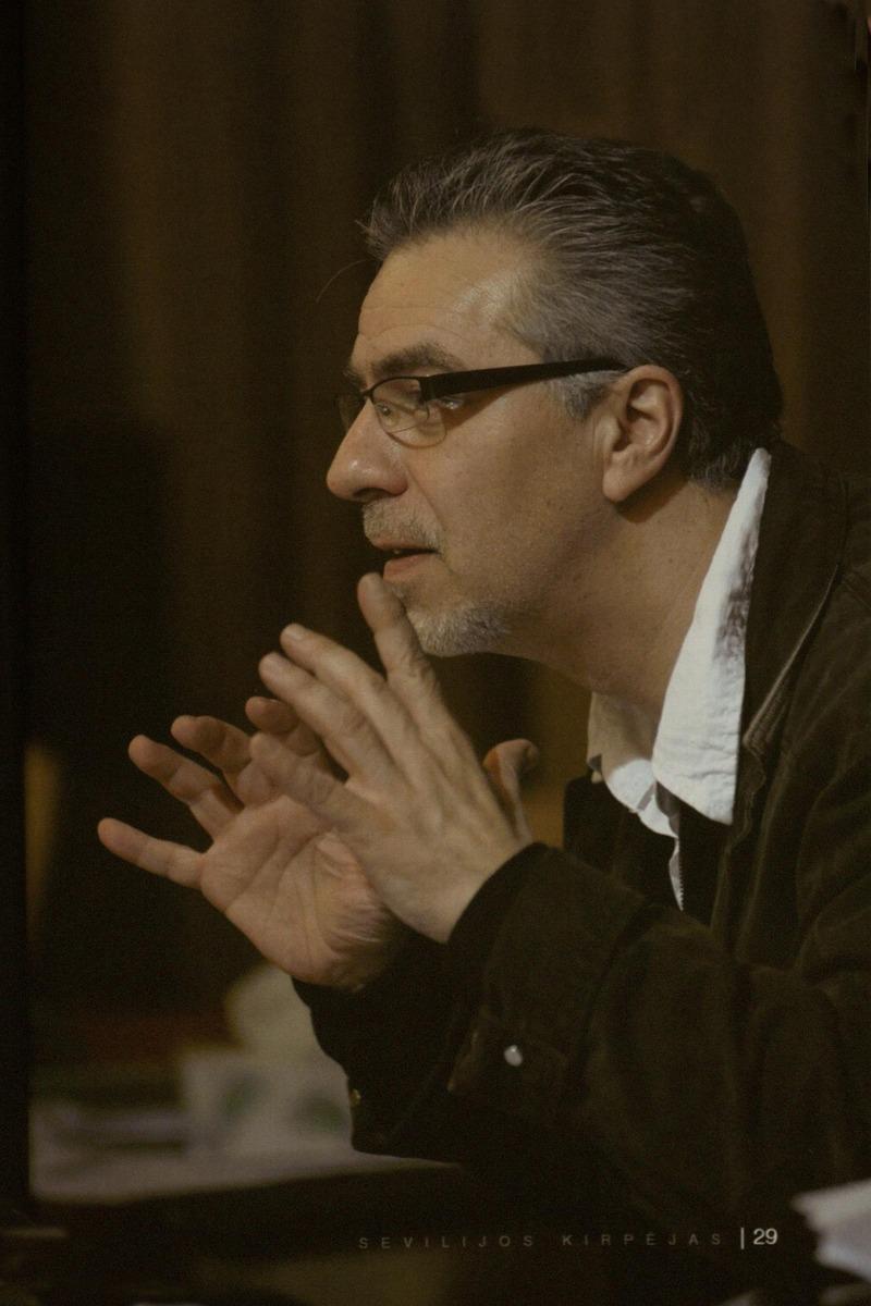 """Ruošiantis G. Rossini operos """"Sevilijos kirpėjas"""" premjerai. 2014 m."""
