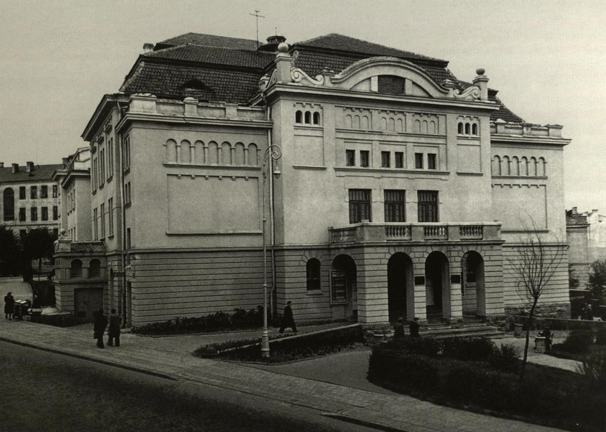 Teatro rūmai Vilniuje, Jono Basanavičiaus gatvėje - Operos ir baleto teatro būstinė 1948-1974 m.