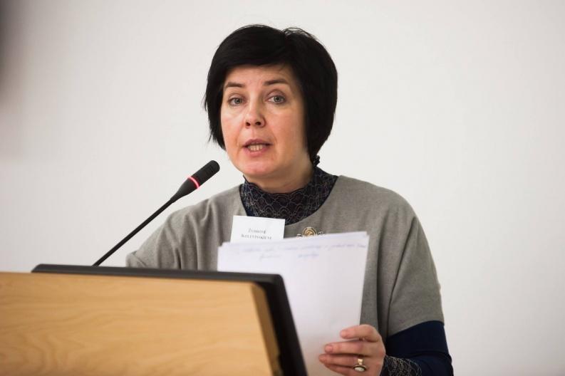 Lituanistikos fakulteto dekanė doc. dr. Ž. Kolevinskienė VDU Lietuvių išeivijos instituto ir Lietuvių literatūros katedros surengtos mokslinės konferencijos metu. 2016 m.