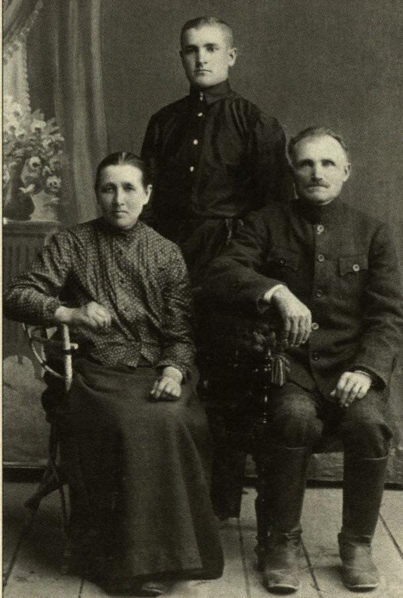 Seneliai Vaclovas ir Rozalija Ignatavičiai su sūnumi studentu Jeronimu